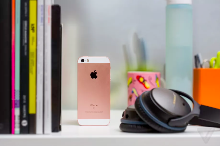 Apple is once again selling its iPhone SE — for now https://t.co/masV0tZ6A1