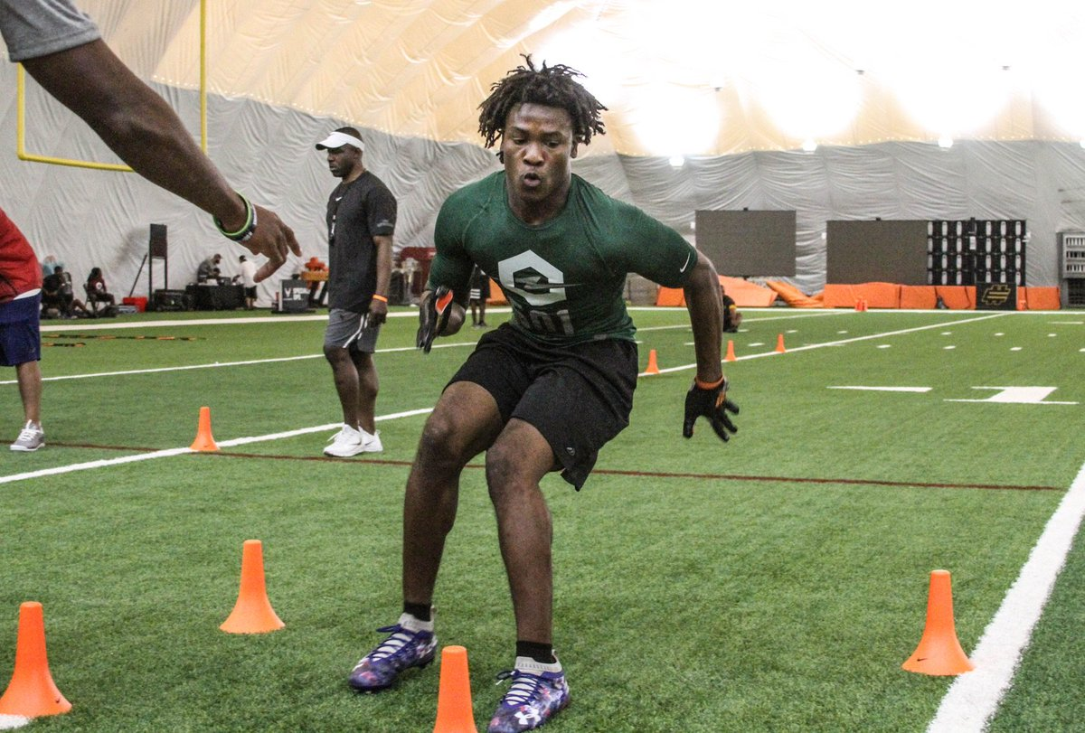 It was business as usual for Miami CB commit Jaiden Francois at @TheOpening Miami on Sunday. https://247sports.com/college/miami/Article/South-Dade-cornerback-Jaiden-Francois-shines-at-The-Opening-Miami-129268046/ …