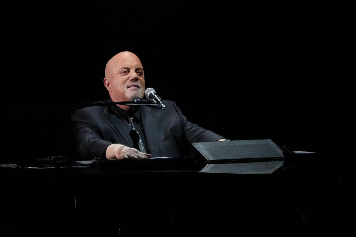 Billy Joel returned to @TheGarden on #ValentinesDay! Check out the highlights here:  https:// billyjoel.lnk.to/TheGarden20190 214FA!20190219 &nbsp; …  …  #BillyJoelMSG /  Photo by Mike Colucci<br>http://pic.twitter.com/KfAKWzAAzC