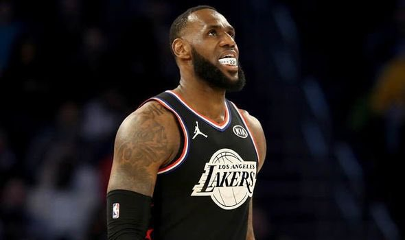 """The Lakers are reportedly """"a little concerned"""" about LeBron James' injury:    http://trib.al/jSP7pdu"""