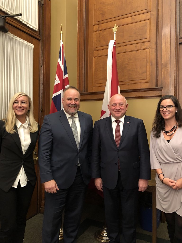 Great meeting with the Consul General of Poland in Toronto this afternoon, at Queen's Park! I look forward to working together and strengthening our trading relationship with Poland 🇵🇱 @KSGrzelczyk @KingaSurmaMPP @NatKusendova