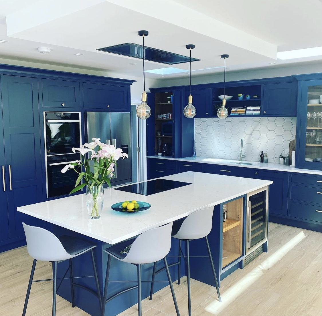 A lovely kitchen designed by Lucas Grant Kitchens which has their Searle range in frame shaker and our Lyra worktops by Silestone by Cosentino . A lovely design well done all 🤩 #quartz #quartzworktops #interiors #worktops #lyra #silestone #fabrication #quartzkitchens #teamwork
