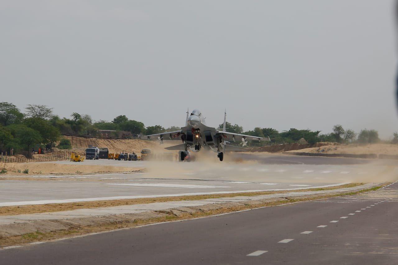 Su-30MKI emergency landing