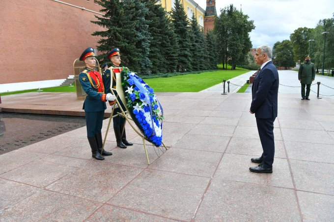 توجه وزير الخارجية يائير لبيد الى قبر الجندي المجهول في موسكو اليوم لوضع اكليل