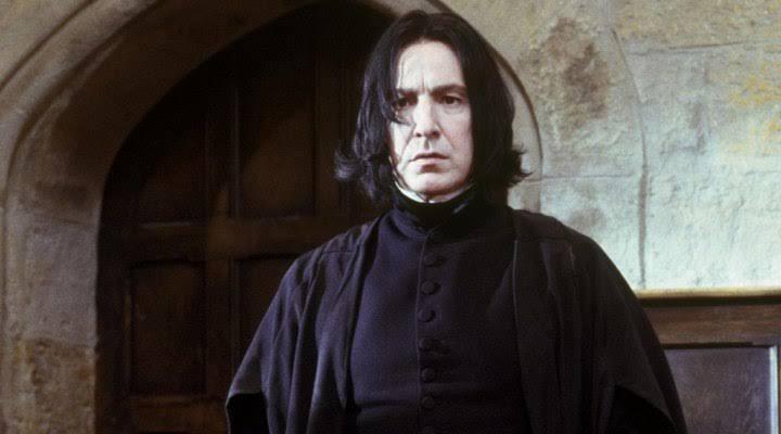 Fransızca çeviride Severus Snape'in soyadı 'Kibir' anlamına gelen 'Rogue'dur. İtalyanca'da ise' Python'dur Piton anlamına gelir.