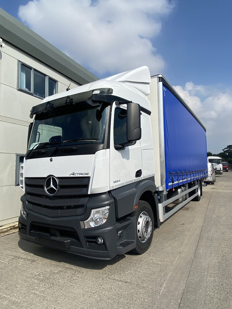 test Twitter Media - It's unofficially our Mercedes Day today for @MercedesTruckUK with 2 more smart new 18t Actros builds leaving the production line! For our customers Ultima Furniture Systems (left) and Alert Logistics. #UltimaFurnitureSystems #AlertLogistics #Mercedes #MartinWilliamsHull https://t.co/4FgHdgAu2y