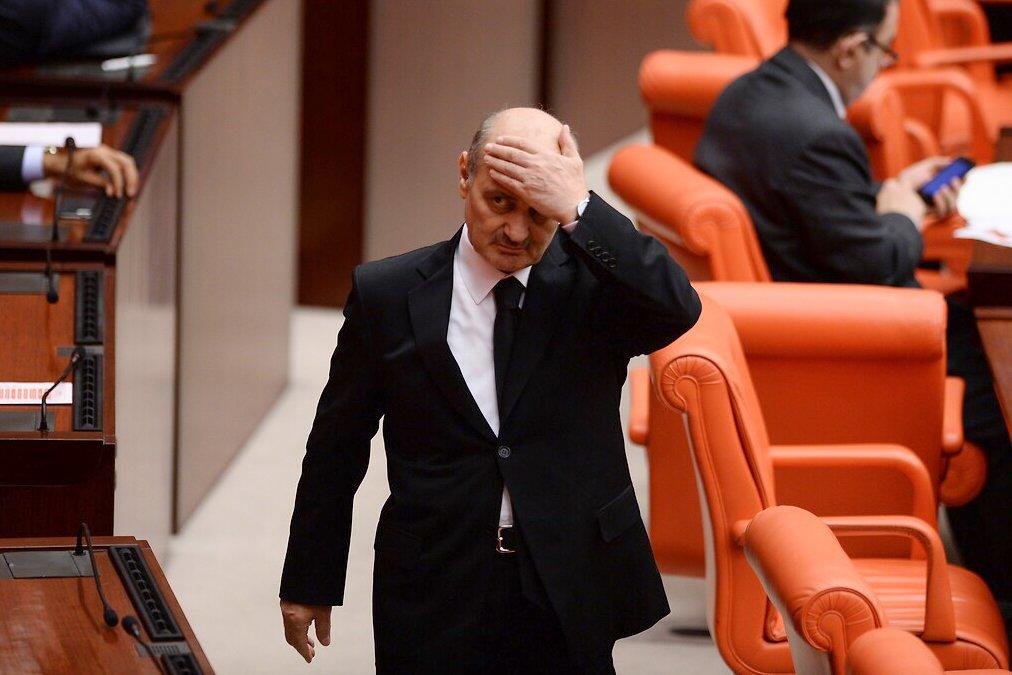 Erdoğan Bayraktar: '8 yıldır boğazımda bir düğüm var, Bağımsız bir savcı araştırsın'    Problem ya KBB'lik ya da Kalp ile ilgili! Sizce?