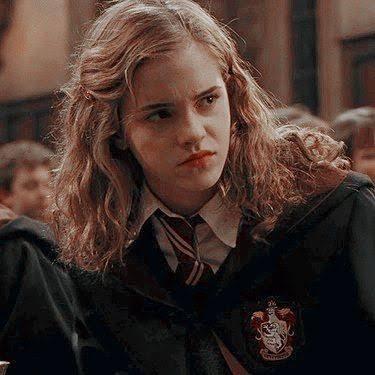 Seri boyunca, Severus Snape'in Hermione'yi taktir etmemesinin ve sevmemesinin sebebi, Lily'nin 'En Parlak Cadı' ünvanının Hermione'ye geçmesini istememesidir.