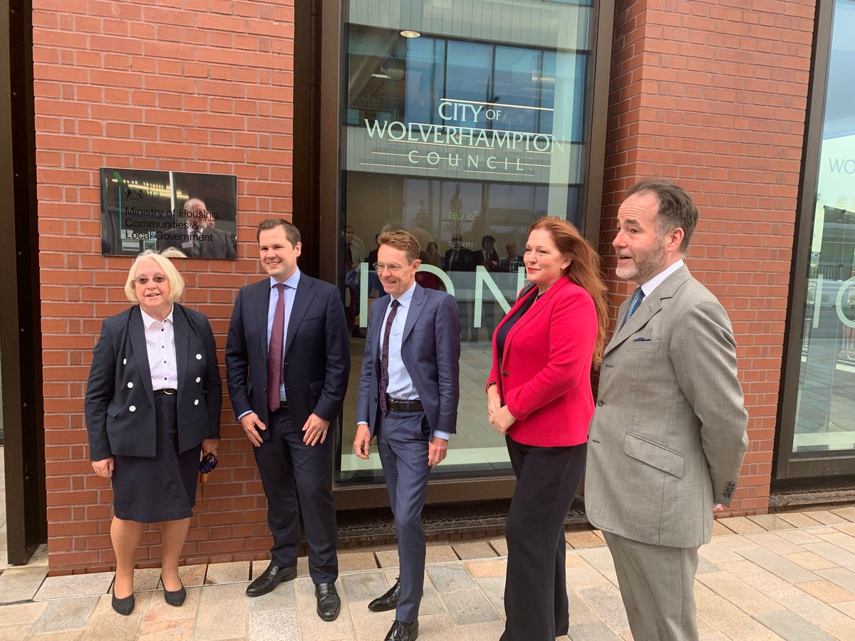 Brilliant to have @RobertJenrick back in Wolverhampton to officially open his department's second HQ. Not only is this a huge vote of confidence in Wolverhampton and the West Midlands, but MHCLG's move will create quality jobs and provide a great boost to city centre businesses.