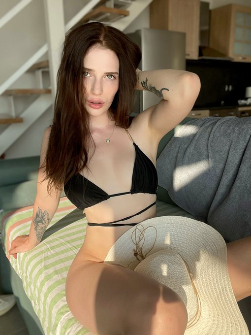 1 pic. Do you like my new swimsuit? I like swimsuits, but I usually sunbathe naked. I don't know why