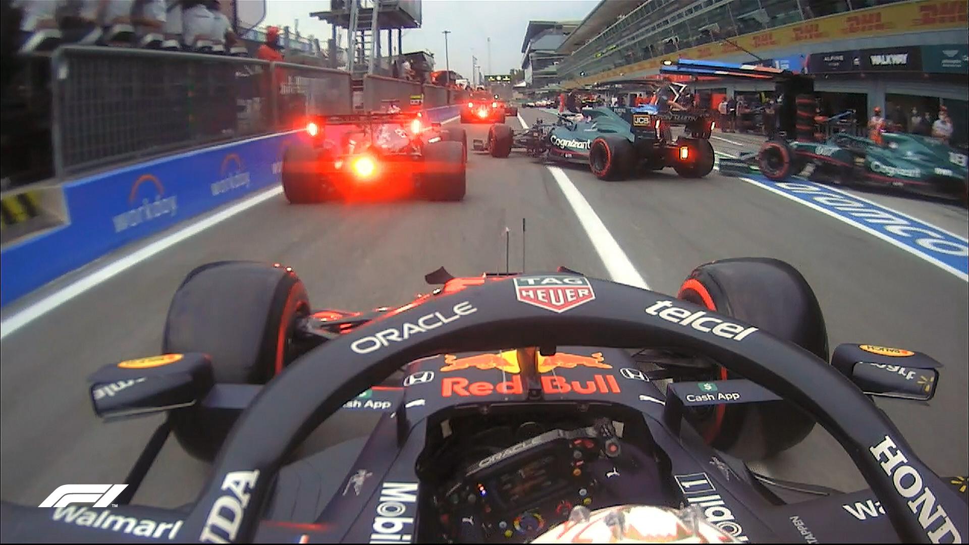 Tłok w alei serwisowej podczas kwalifikacji przed Grand Prix Włoch