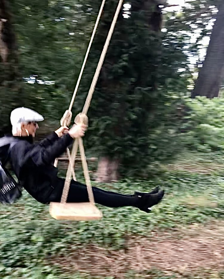 No #NeesomsThreesome or paper review with delish @cristo_radio @talkradio this weekend. Swinging on the South Downs instead. As you do. 😉😈 #weekendvibes #timeout Have a good one. 🥰🥂