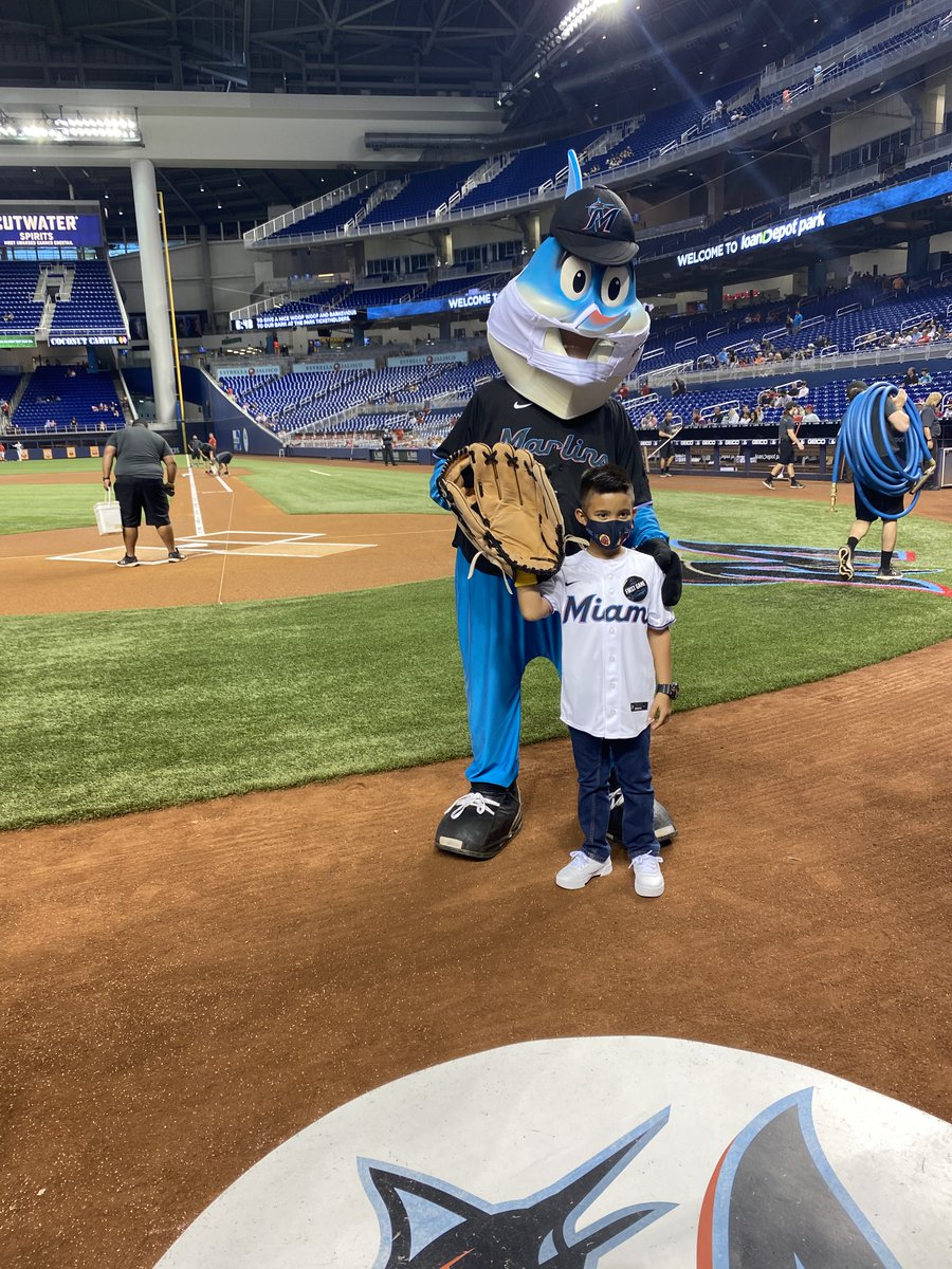 Matthew, 8, a patient at Sylvester's Alex's Place, had a blast at a recent @Marlins game that celebrated his strength! Matthew accepted gaming handhelds on behalf of fellow patients donated by the team, @MLB & @StarlightUS. #ChildhoodCancerAwarenessMonth Photos courtesy: Marlins