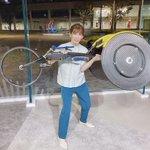 吉田沙保里さん、競技用車椅子を軽々と持ち上げてしまう!