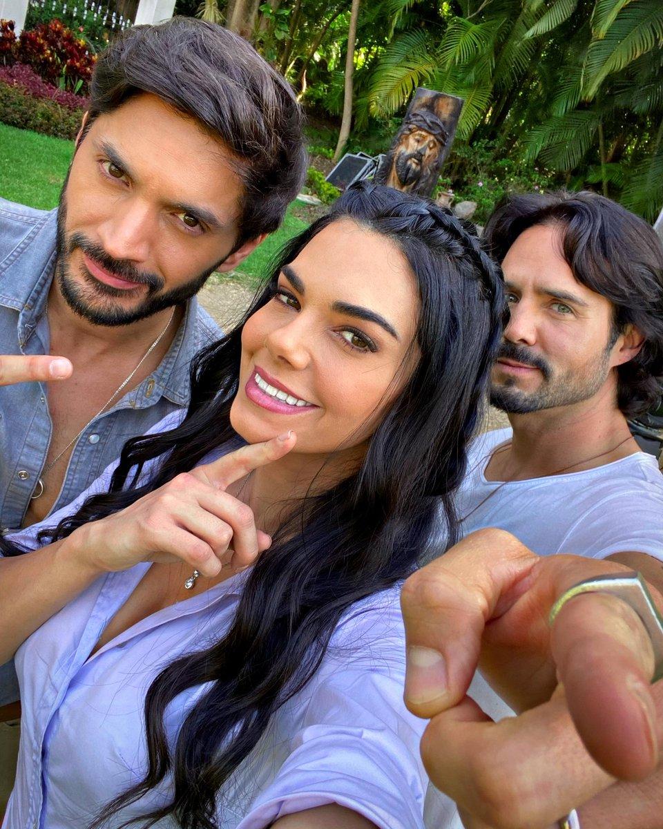 Que les ha parecido este trío? Imperdible esta semana, lo que viene es 💥💥💥@LaDesalmadaTV Hoy 9:30 pm por @Canal_Estrellas @liviabritoof @JoseRon3 @elgueromex #Fernanda #Cesar #rafael
