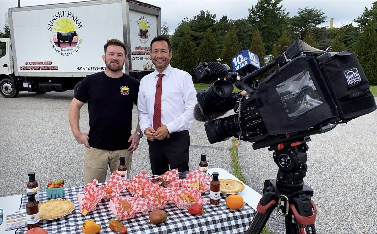 Taping this morn w @NBC10_Mario & Sunset Farms, another awesome food vendor at #RRFEST2021. Watch Tues 8/31 at 12:30pm. ⭐️🎵🍺🍷🍤🎸🎤🎹 ☮️🎻⛺️🌶