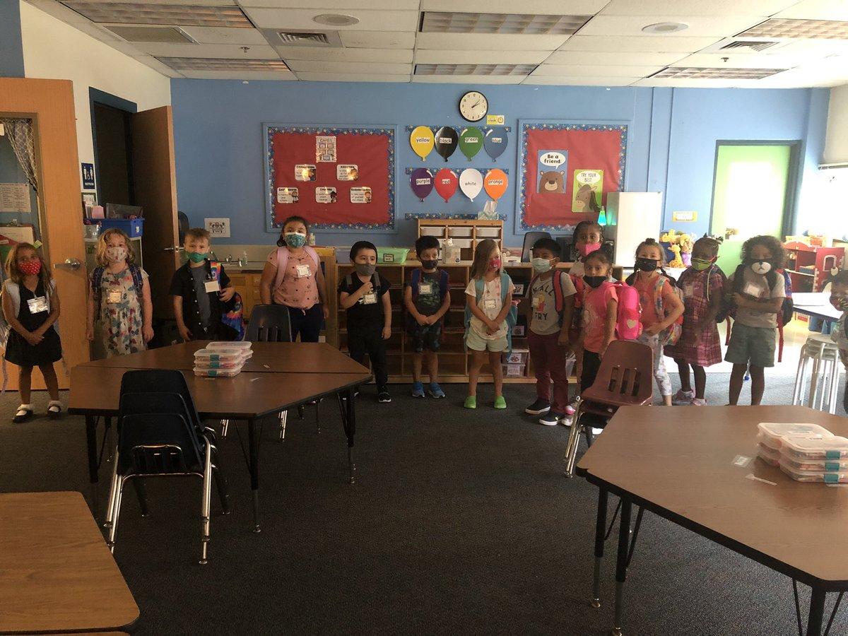 Jurkevics 女士的班級在第一學期取得了不錯的成績#APSBack1School #KWBPride @AAgurrie https://t.co/SHji2XZ2xd