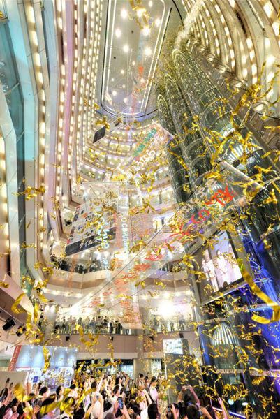 福岡市天神にあるイムズが32年の歴史に幕、閉館に多くの人が訪れる・・・