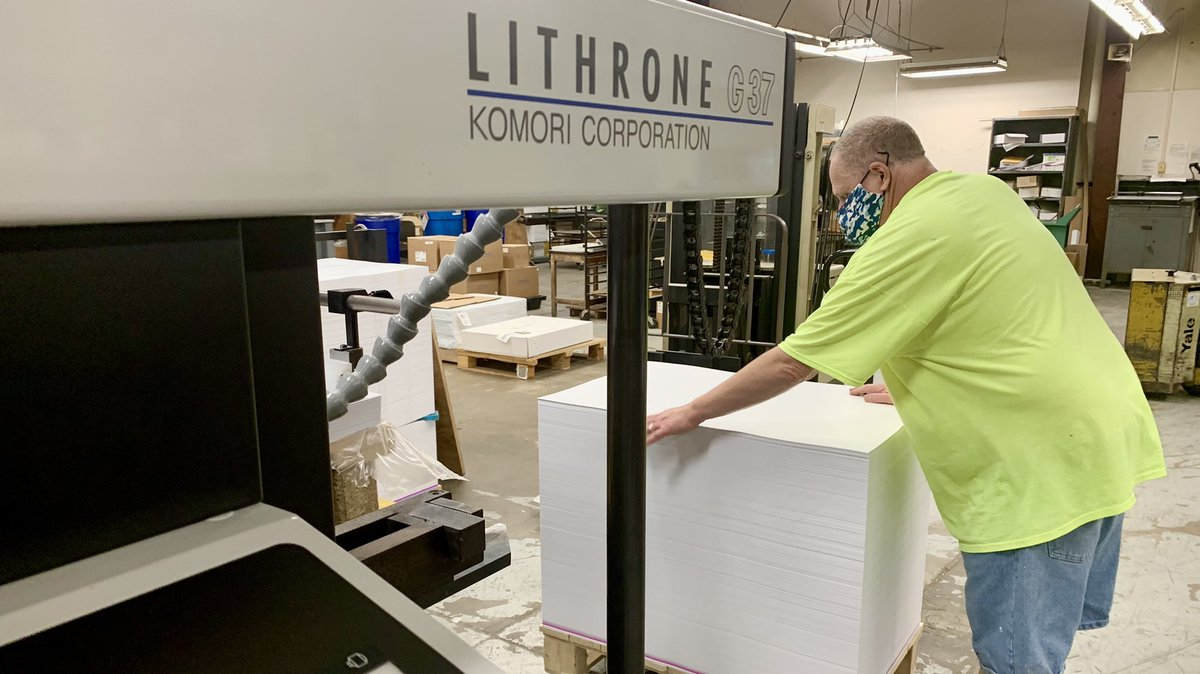 We love to see our customers in action enjoying the high productivity of the GL37! Great photo, @OSUniPrint