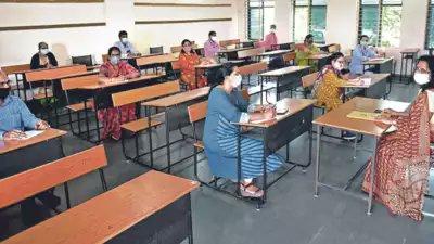 तेलंगाना में स्कूल खुलने के बाद शिक्षकों और छात्रों के कोविड से संक्रमित होने के मामले सामने आए
