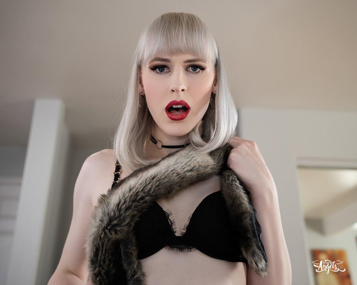 💋 @LiannaLawson in (faux) fur