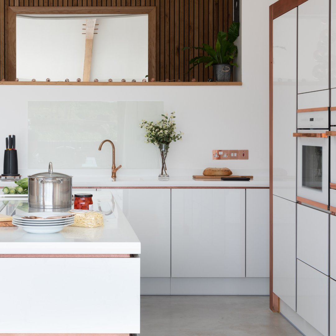 Dreaming of a beautifully balanced Scandi kitchen? We have some inspirational tips - bit.ly/361NUif . 🏡 HLine Lumina in White 📸 @pullmcraig