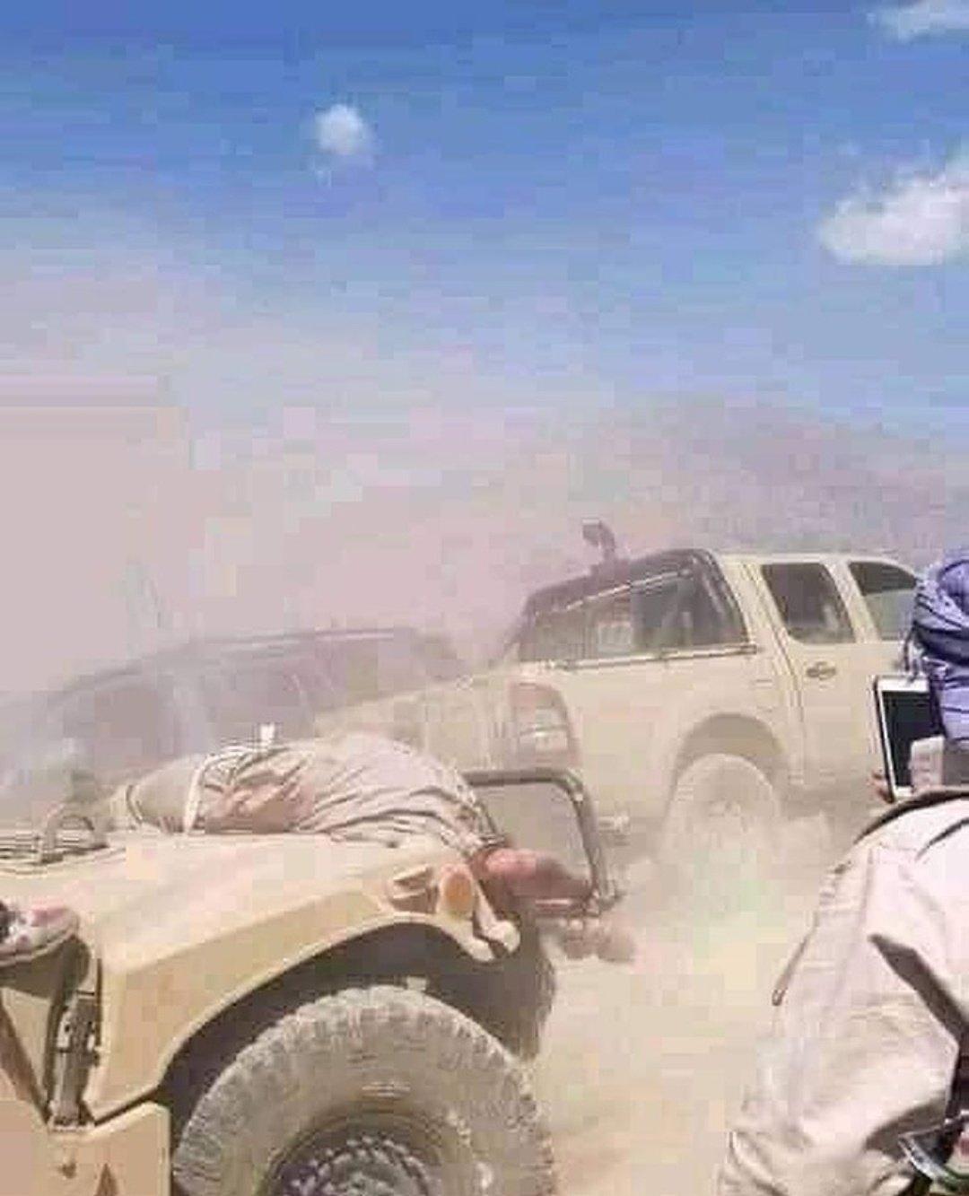 Силы фронта национального освобождения уничтожили внедорожники талибана*.