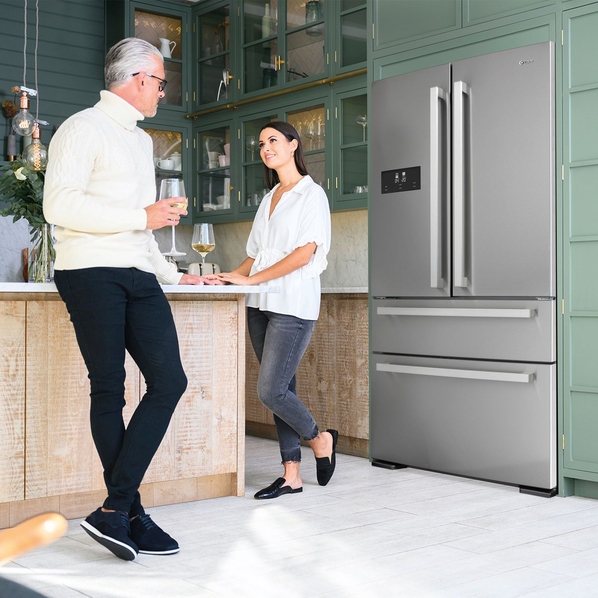 With an effortless, white LED touch control display this beautiful stainless steel door fridge-freezer with with grey cabinets, is the perfect balance of beauty & functionality😍 Find out more about the CAFF42 here: buff.ly/3mFxjup #CapleQuality #Fridge