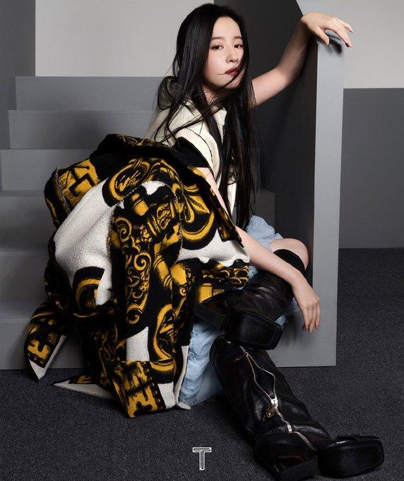 T Magazine China September 2021 E-VZ_FAX0AAQ0Ev?format=jpg&name=small