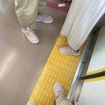 電車にいたカップルがリンクコーデだったけど?自分も同じ格好をしていた!