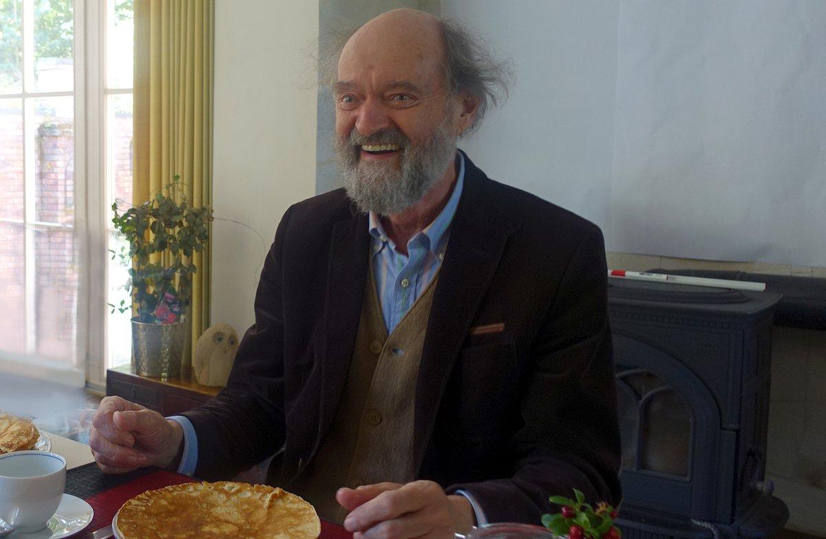 Arvo Pärt eating pancakes.  🎉 Happy Birthday, Arvo Pärt! 🎉 https://t.co/IjoU3TwHdW