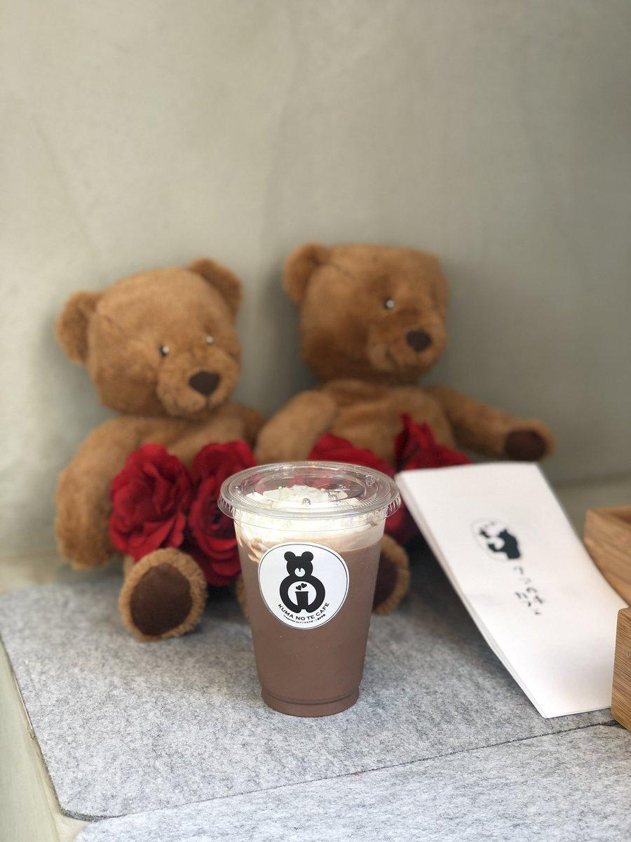 ふわふわの手でスイーツを提供!『クマの手カフェ』がオープンで大注目!