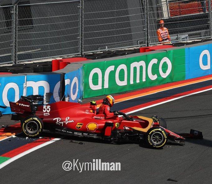 La Ferrari di Sainz dopo l'incidente in curva 3 GP Olanda 2021