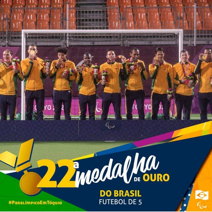 Card com foto da equipe de futebol de 5 com o texto: 22ª medalha de ouro do Brasil.