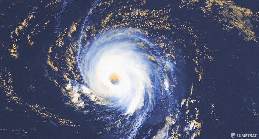 #Larry a poursuivi son intensification dans l'Atlantique très à l'est de l'arc antillais durant la journée. Il devrait atteindre la catégorie 4 et rester un ouragan majeur ces prochains jours.