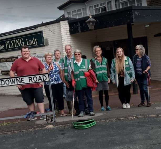 Brilliant stuff from the residents of Sydney in #crewe. Ange C from @Sonnet_Radio had a great time down on the litter pick today! #sonnetradio #CharityTuesday