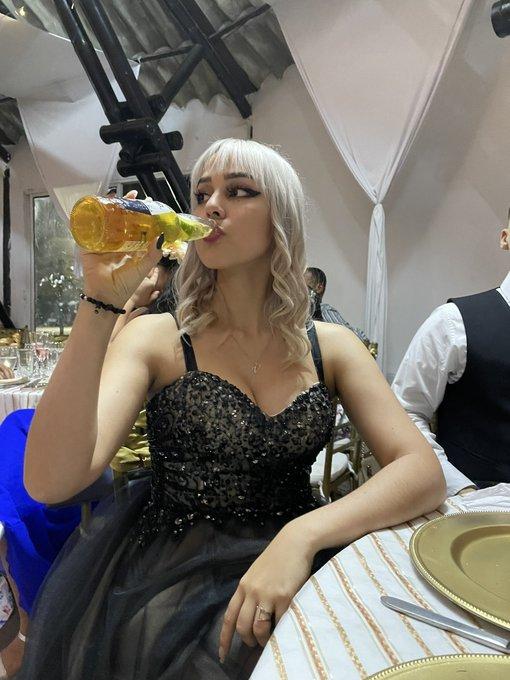 Disfrutando la boda xD https://t.co/qFKjpvCcEG