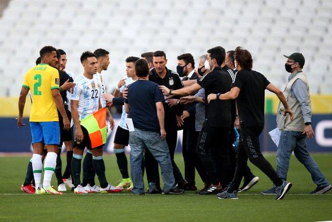 وزارة الصحة تقتحم الملعب وتوقف مباراة البرازيل والأرجنتين في تصفيات المونديال
