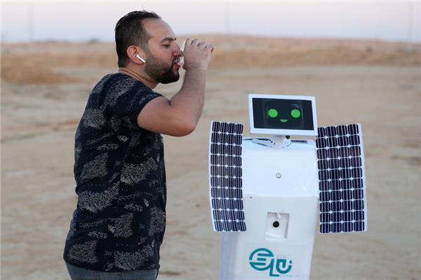 «إيلو».. روبوت مصري يحول رطوبة من الهواء إلى ماء