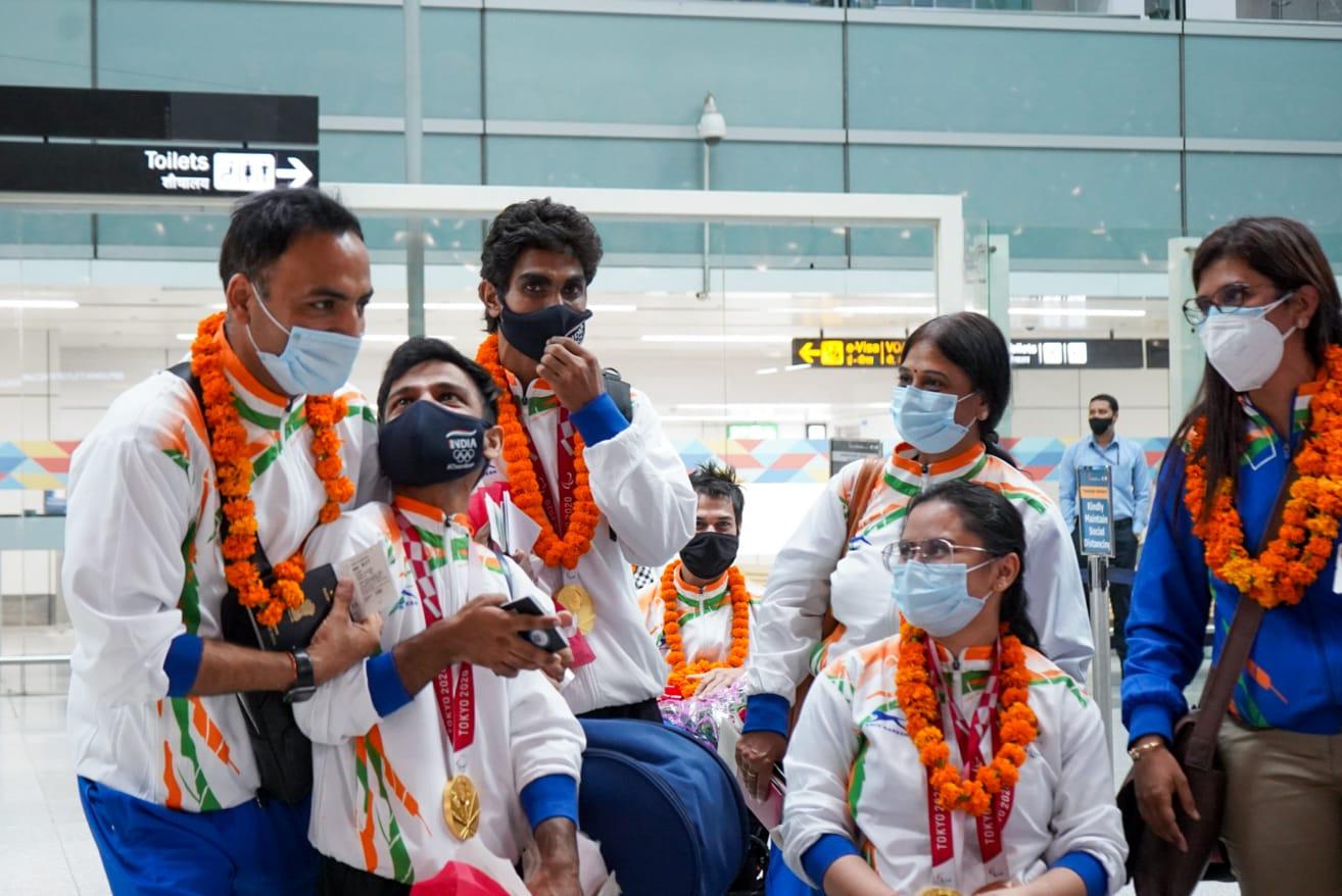 टोक्यो पैरालंपिक में हिस्सा लेने के बाद भारतीय पैरा एथलीट स्वदेश लौटे