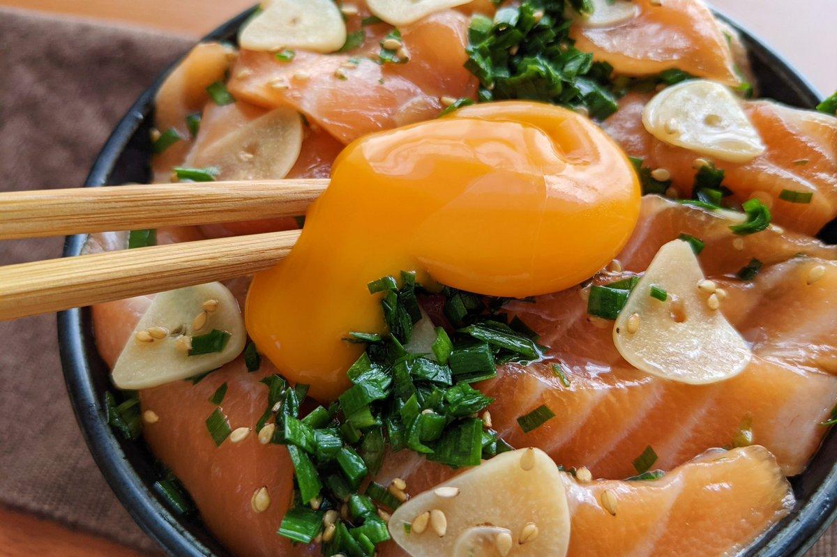 びっくりするくらい美味しい一品が作れちゃう?!サーモンを使った、とっても美味しそうな丼ものレシピ!