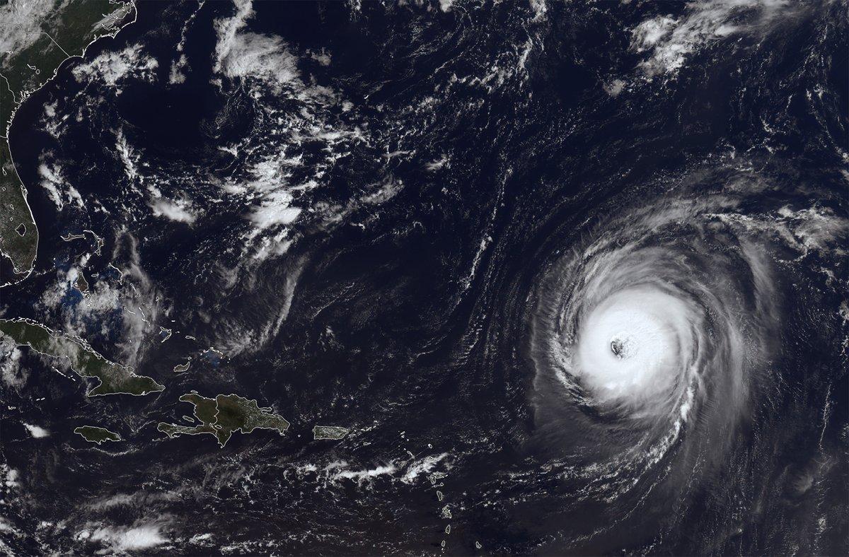 Superbe image sat de l'imposant #ouragan #Larry (cat. 3), ce 6 septembre. Il ne touchera aucune terre. Image via le ssec ->