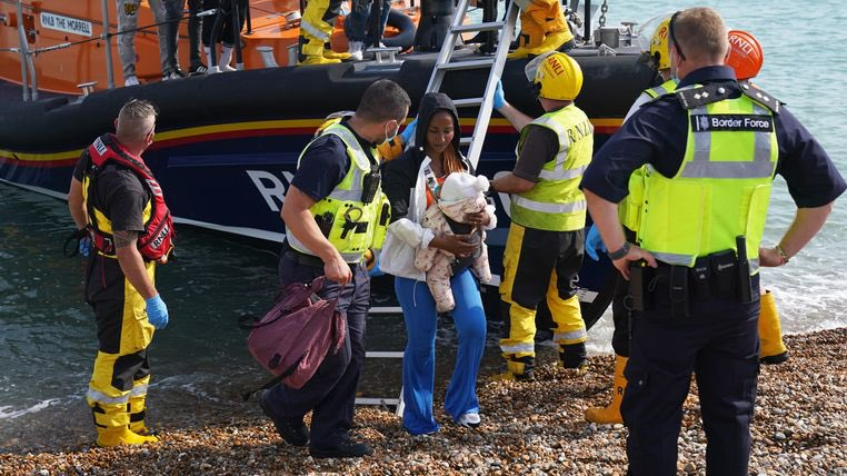 test Twitter Media - Migrant crisis: At least 1,000 people tried to cross Channel to UK today, say witnesses https://t.co/ENX1PQHNBX https://t.co/uFeoGDLRky