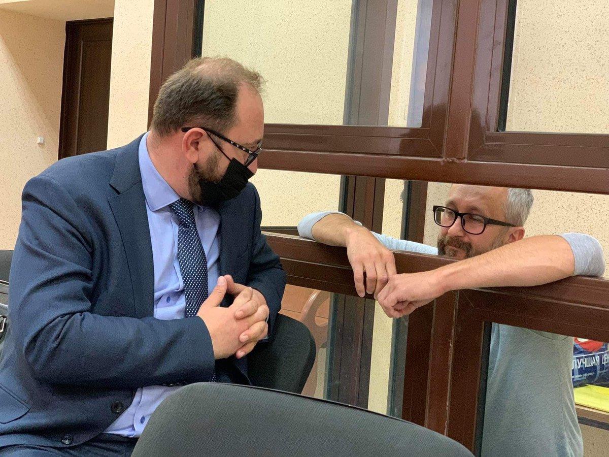 """Emine Dzheppar on Twitter: """"🇷🇺nezaretinde olğan Aqmescitteki Kiyev rayon  mahkemesi ev apsi sıñırlama tedbirini tayin etmek muracaatını red etip, Nariman  Celâl, Aziz ve Asan Ahtemovlarnı 2021 senesi noyabrniñ 4-nece tevqifli  qaldırdı. 1/2…"""