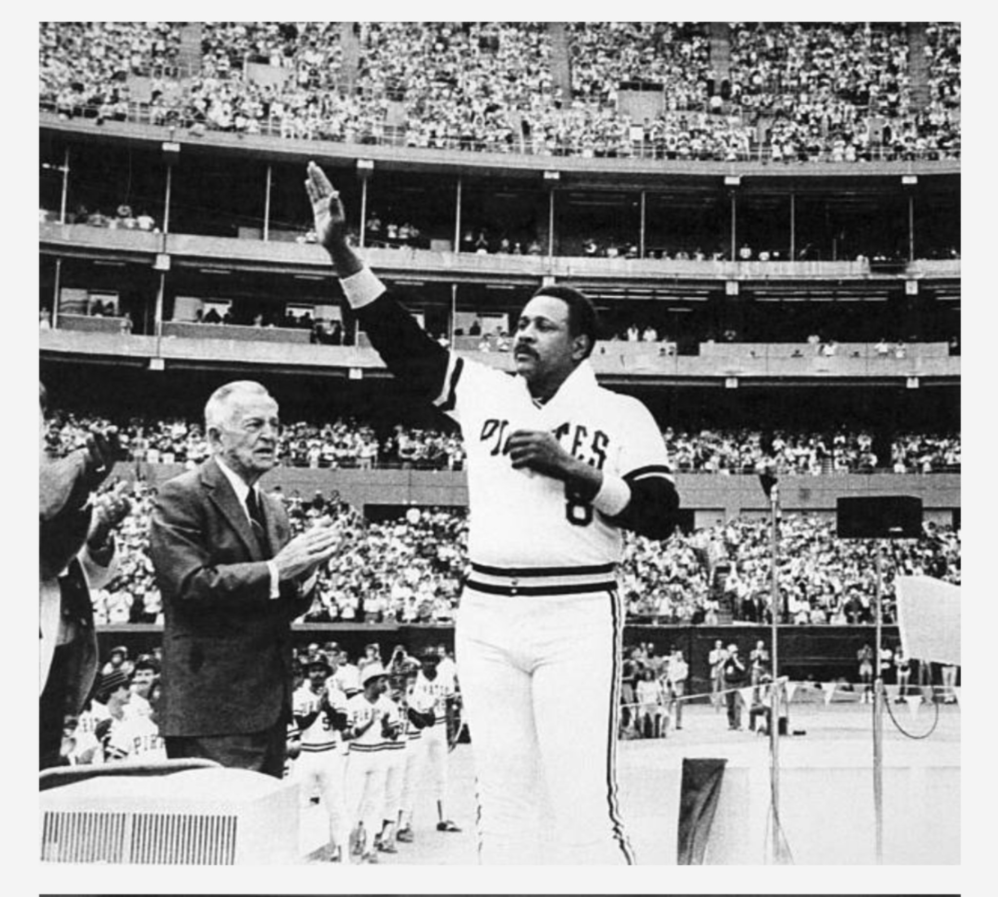 September 6, 1982 - Willie Stargell waves to the crowd during a pregame ceremony to honor the slugger as he announced his retirement at the end of the season. #Pittsburgh #Pirates #MLB #OTD #1980s #LetsGoBucs https://t.co/XG4PmVJwc3