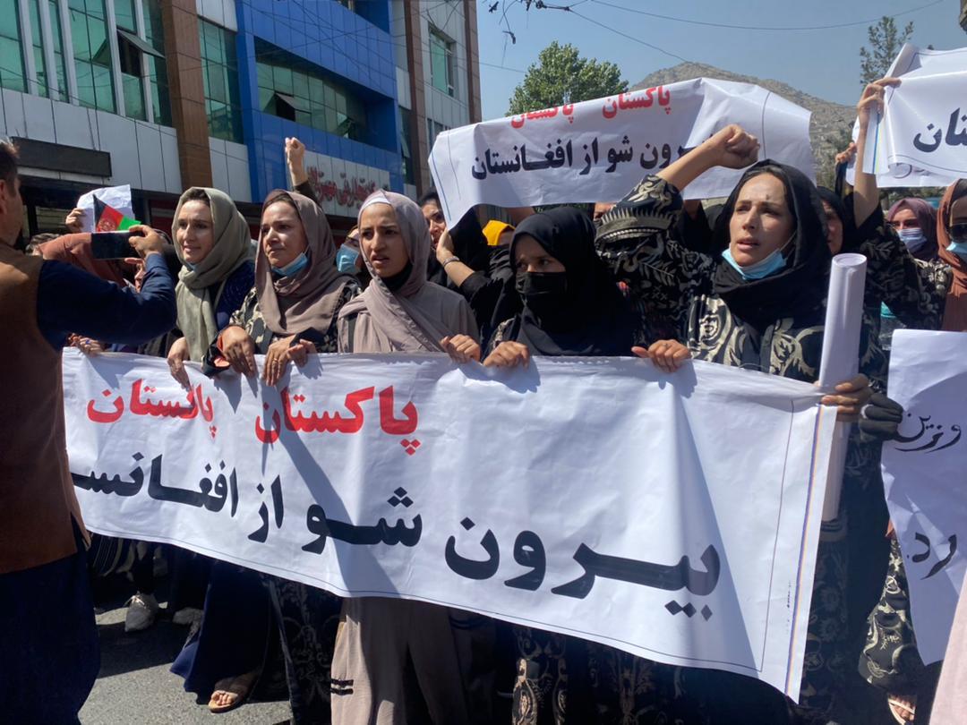 अफगानिस्तान में पाकिस्तान के दखल के विरोध में काबुल में सैकड़ों अफगान नागरिक सड़कों पर उतरे