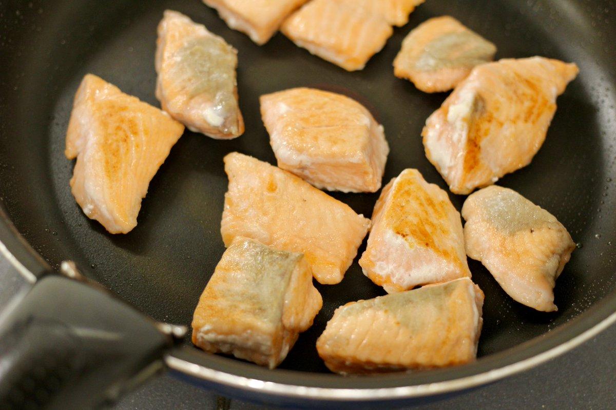 焼いたサーモンと合わせるととっても美味しくなる?!玉ねぎを使った、レモンマリネのレシピ!