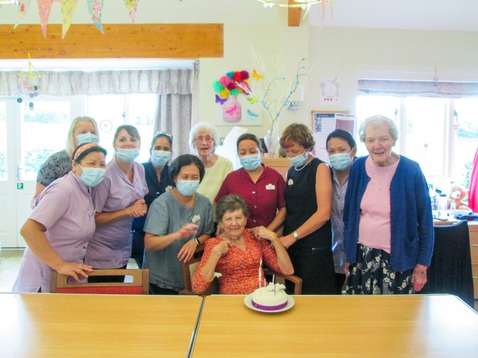 A very Happy Birthday to Liz Roshier from everyone at Oak Lodge care home! We hope you enjoyed your day!
