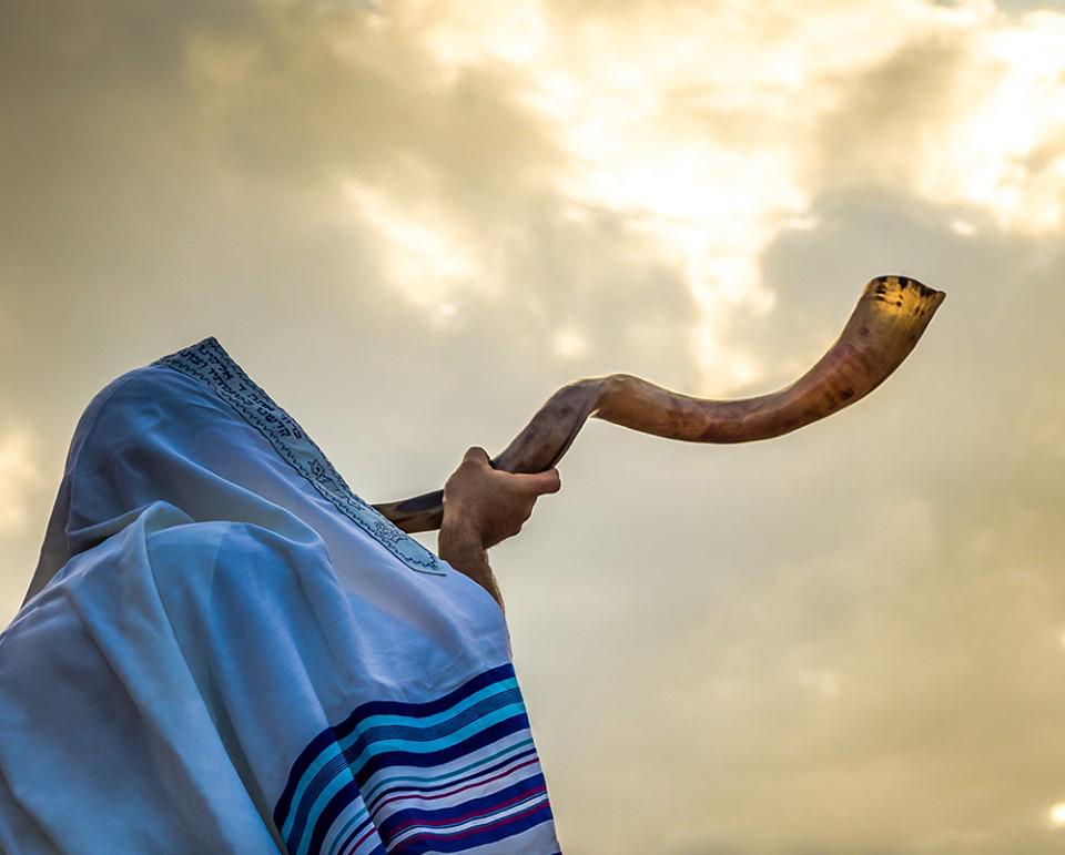 هل تعلمون أن النبي محمد(ص) أراد استخدام البوق اليهودي كنداء للصلاة قبل الأذان؟ ورد في السيرة النبوية…