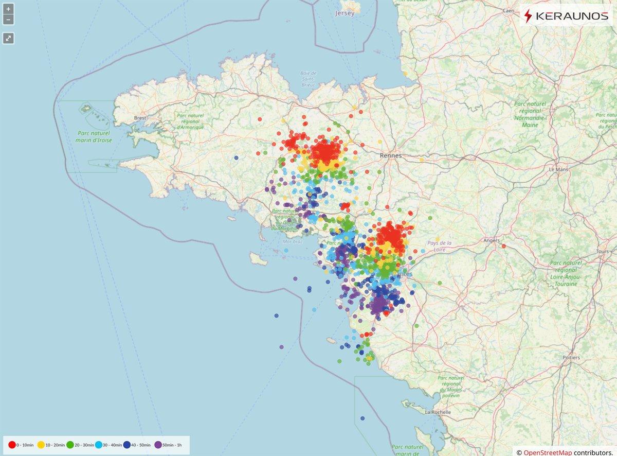 Comme prévu, de forts #orages touchent actuellement le sud de la #Bretagne ce mercredi en début de matinée. Ils sont localement accompagnés par de fortes #rafales de vent ( > 70km/h). Carte de foudre en direct sur notre page ->